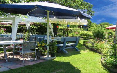 Skab noget liv i haven med havemøbler