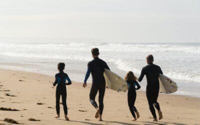 Vær hele familien om at lære at surfe